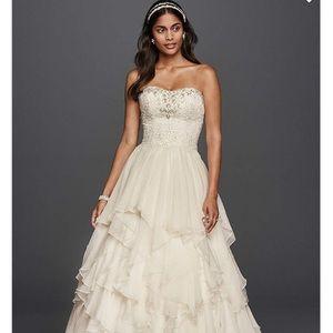 Oleg Cassini Ruffled Chiffon Wedding Dress. Size 6